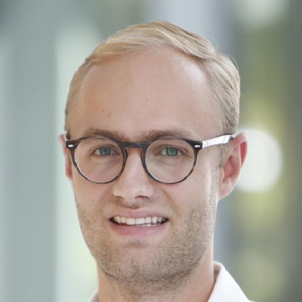 Dr. Johannes Knitza